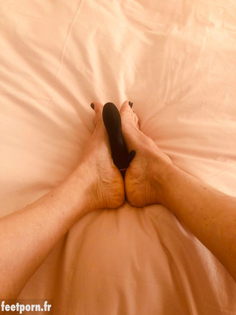 She wanks the vibrator with her feet