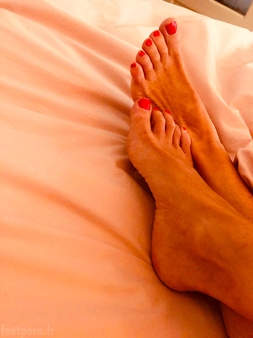 My mature wife shows her feet