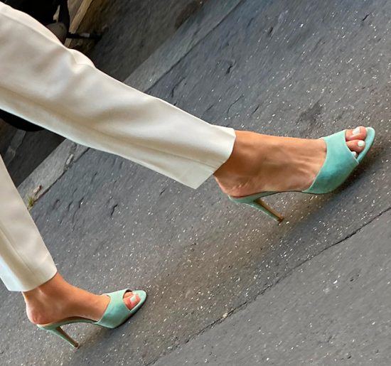 A sexy bourgeois MILF wearing sexy mules