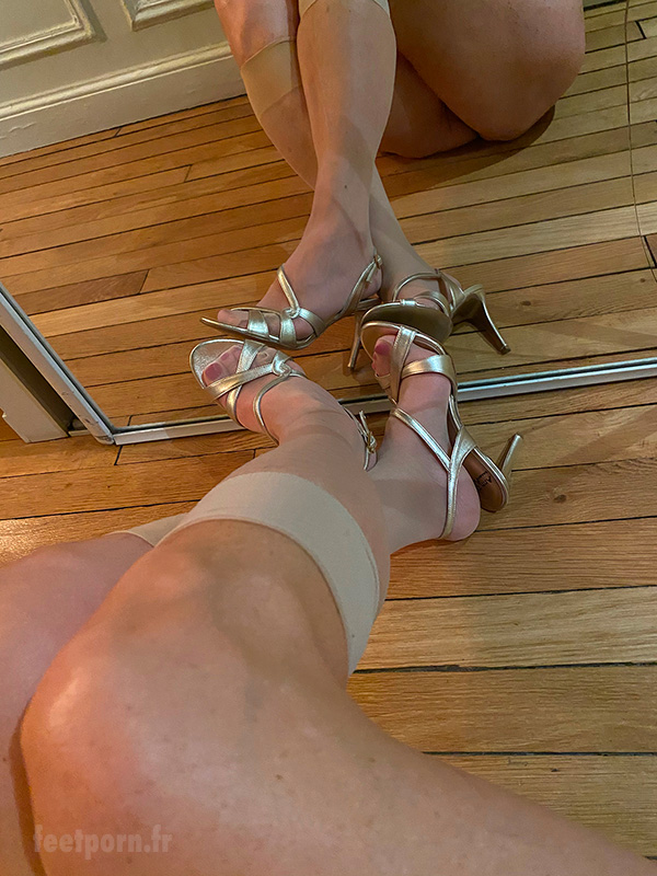 My wife with golden sandals show her ass